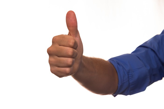 http://pixabay.com/de/daumen-favorit-hand-arm-handle-422147/