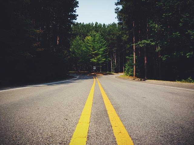 https://pixabay.com/de/stra%C3%9Fe-autobahn-kreuzung-verkehr-731820/