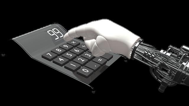 Roboter tippt auf Taschenrechner