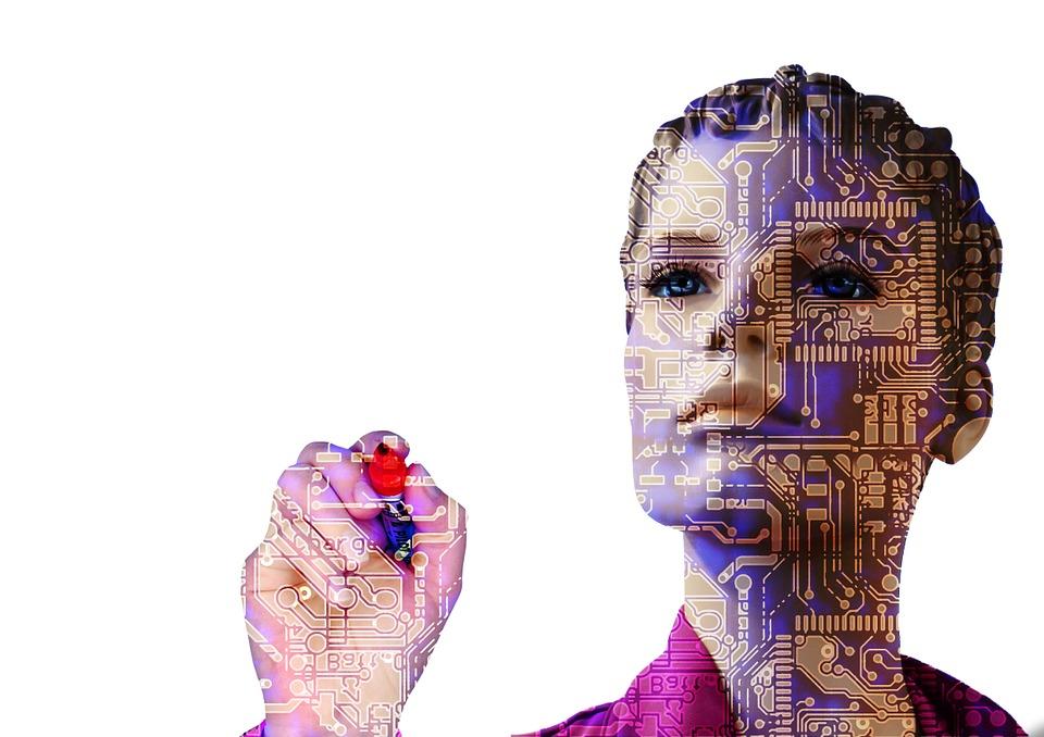 Frau als Roboter mit künstlicher Intelligenz