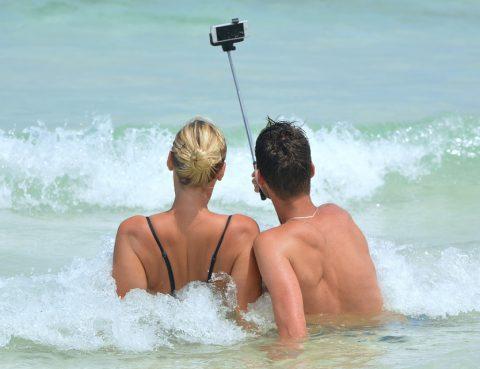 Selfie Frau Mann im Meer