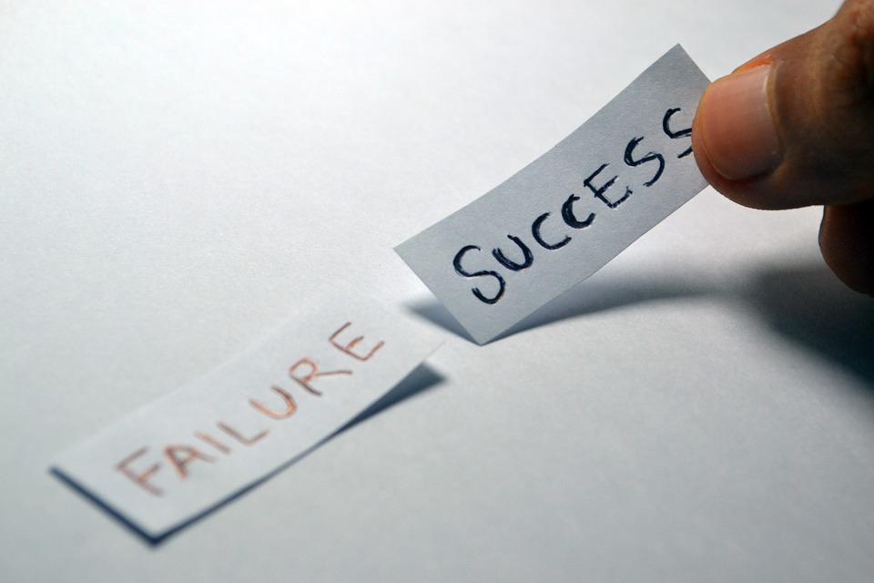 Papierschnipsel Failure Success
